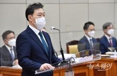 [NW포토]대검찰청 국감에서 업무보고하는 김오수 총장