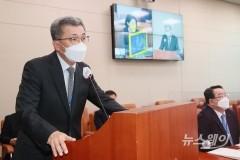 [NW포토]국감 질의에 답변하는 정양호 한국산업기술평가관리원장