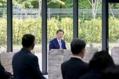 """문 대통령 """"2030년 온실가스 40% 감축, 실천·이행 중요"""""""