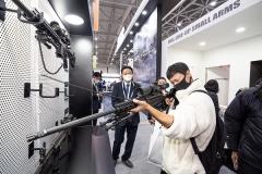 '글로벌 수출 확대하는' SNT모티브, '국제 치안산업 박람회'참가···첨단화기 공개