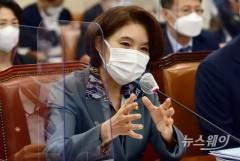 [NW포토]질의에 답변하는 한정애 환경부 장관