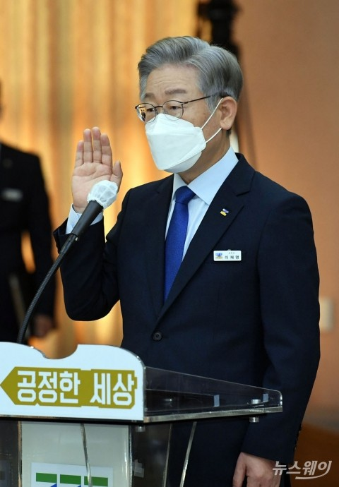 """이재명, 경기지사 사퇴···""""5천만 국민 삶 책임지는 대표 일꾼 되겠다""""(1보)"""