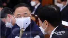 """홍남기 """"경제회복 속도 일부 조정···10월부터 내수서 모멘텀"""""""