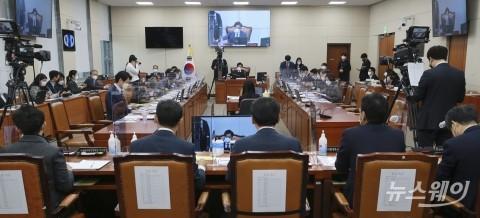 """[2021 국감]과방위 출석한 이해진-김범수, """"글로벌 기업 역차별 우려"""""""