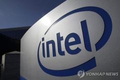 """인텔 CEO """"글로벌 반도체 부족, 2023년까지 지속 전망"""""""