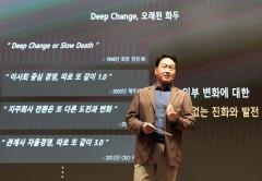 """최태원 """"SK 3년간 2만7천명 채용""""···김 총리 만나 일자리 약속"""