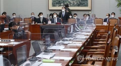 국회 운영위 파행···'대장동 특검' 마스크로 여야 충돌