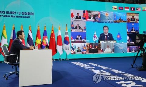 """문 대통령, 아세안+3 정상회의 참석···""""코로나 극복, 보건 협력 강화 절실"""""""
